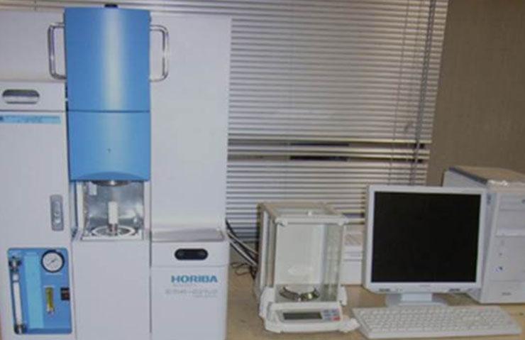 太盛工業の検査設備 炭素分析装置